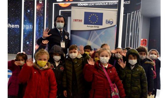 Çocuklar Gökmen Uzay Havacılık Eğitim Merkezi'ne Hayran Kaldı
